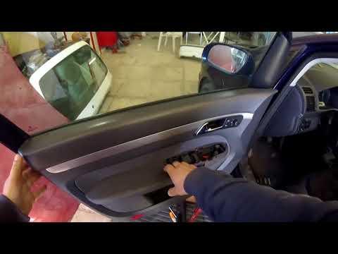 Volkswagen Touran (2003–2015) door panel removal