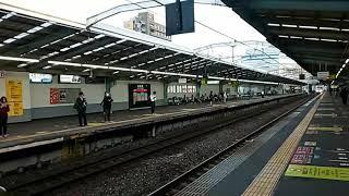 JR西日本弁天町駅で281系(ハローキティはるか)(2019年10月16日水曜日)携帯電話で撮影