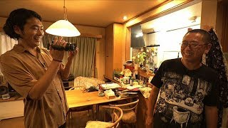 柄本佑が「ビリーバーズ」作者・山本直樹の自宅訪問、NHK番組で仕事の極...