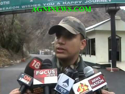 BARAMULLA...EXCHANGE OF SWEETS BY INDIAN AND PAKISTAN ARMY ON REPUBLIC DAY IN LOC.