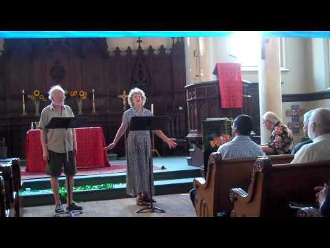 Janet Sullivan and William Lyon Lee Sing Unterm Fenster