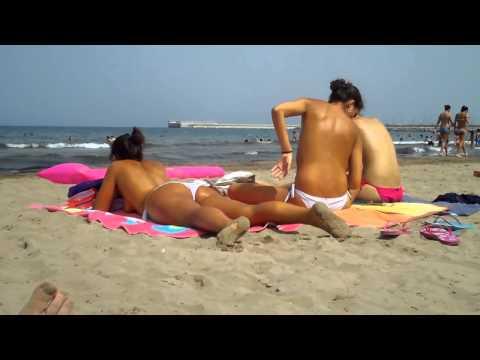 фото женщины дикий пляж