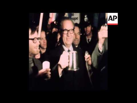 SYND 31-12-72 TORCHLIGHT PARADE TO CELEBRATE BRITAIN