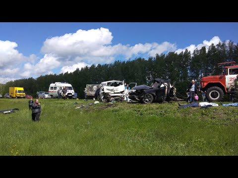 Три человека погибли при столкновении иномарки и микроавтобуса в Тамбовской области