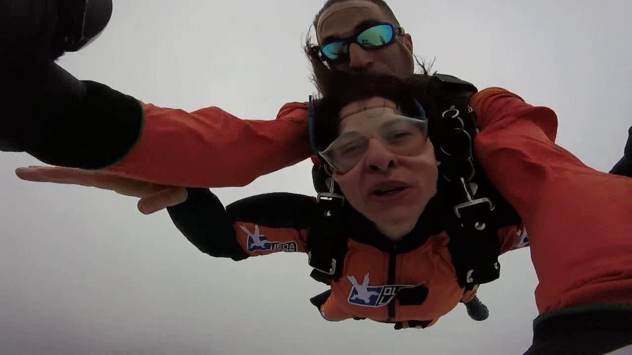 Salto de Paraquedas da Valeria G na Queda Livre Paraquedismo 21 01 2017
