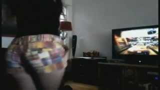 Vieja culona jugando Xbox 360 *-*