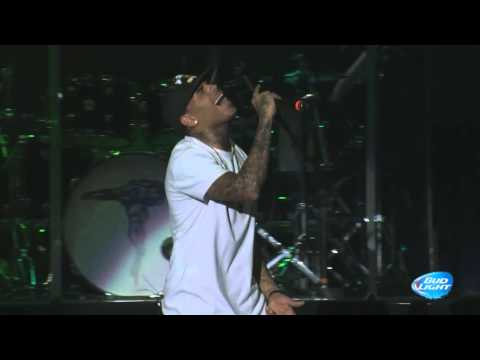 """Chris Brown & Kid Ink performing """"Show Me"""" at Cali Christmas Festival 
