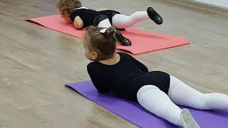 как научить ребенка танцевать? Детская хореография. Урок танцев для детей от 3-х лет.
