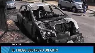 EL FUEGO DESTRUYO UN AUTO EN 56 Y 29