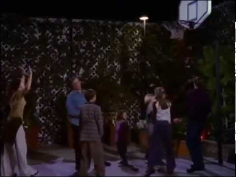 Jessica Biel playing basketball in 7th Heaven