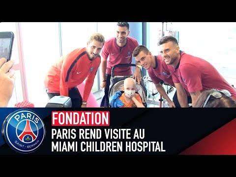PARIS REND VISITE AU MIAMI CHILDREN HOSPITAL
