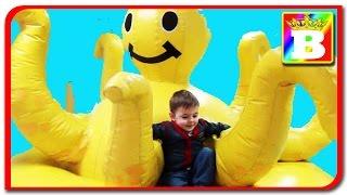 Loc de joaca pentru copii  cu masinute si baloane testat la  Bogdan`s Show