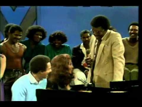 Aretha Franklin and Smokey Robinson - Ooo Baby Baby (soul train live)