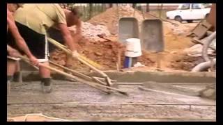 Заливка бетона на въезде в гараж(Заливка бетонного основания, поселок Григорчиково на Каширке., 2011-08-20T12:53:01.000Z)
