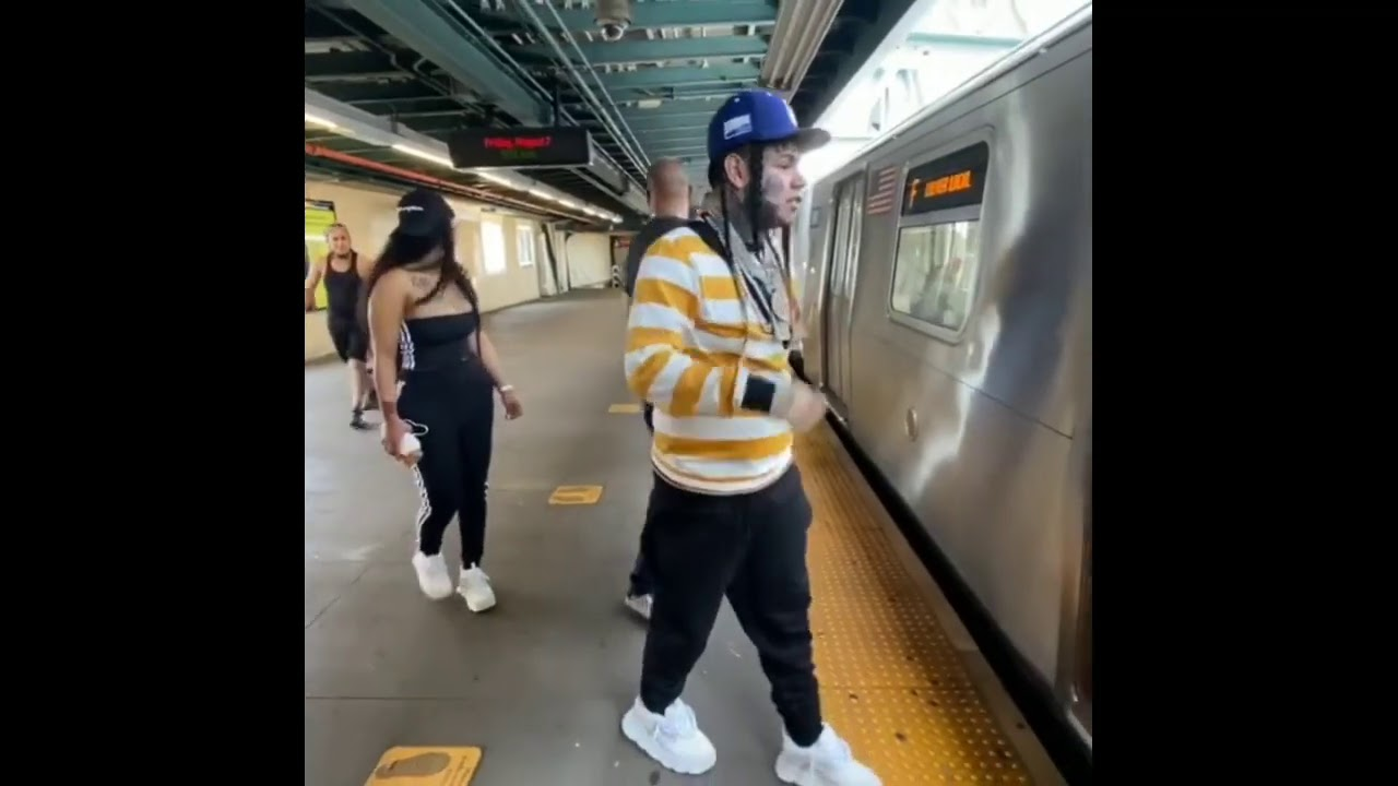 Tekashi 6ix9ine Playing Football In A street of New York After been Released