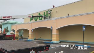 WATCH: Publix sign comes down as store closes Brentwood location