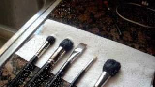 Clean Your Makeup Brushes Thumbnail