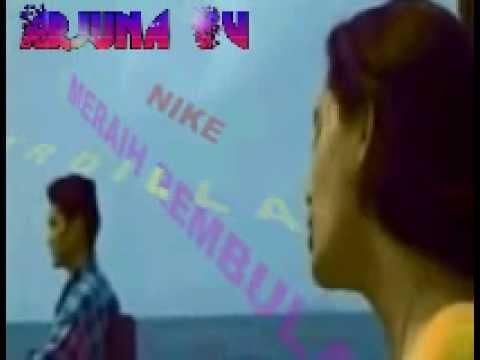 Meraih Rembulan oleh Nike Ardilla