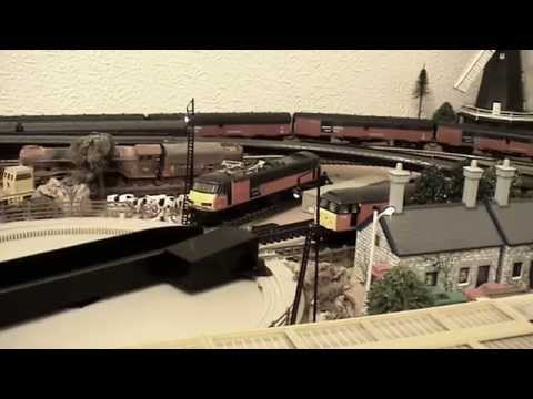 A Day With UK's Royal Mail - Night Mail - Newspapers & Serco Railtest Trains. Hornby Triang etc.