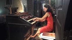 Lydie Solomon à l'orgue dans la Toccata de Ravel