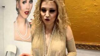 Лена Ленина (Elena Lenina) дает интервью