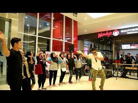 Warna Jamming D' Villanos Band at Transmart Padang