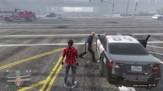Grand Theft Auto V -  Cop locked out of cop car
