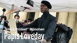 """Papis Loveday als Sprecher beim """"Silent Protest""""  auf dem Münchner Königsplatz"""