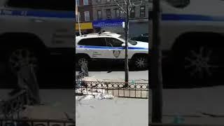 美國紐約街頭的中文喇叭喊回家
