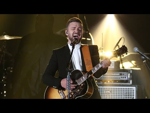 "Justin Timberlake Stuns with Charlie Stapleton ""Tennessee Whiskey"" Performance CMAs 2015"
