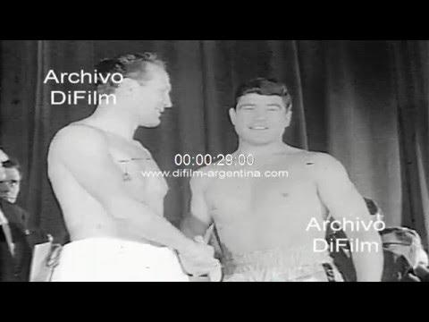 DiFilm - Pesaje de los pugilistas Henry Cooper y Karl Mildenberger 1968