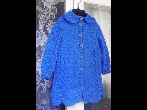 Пальто голубое спицами