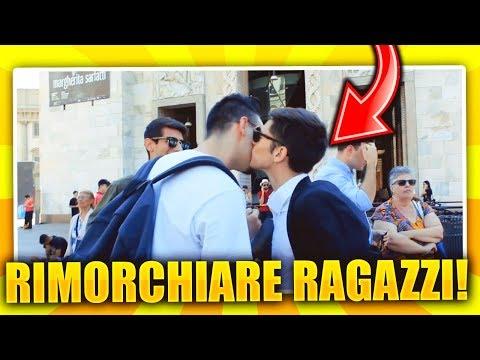 RAGAZZO GAY RIMORCHIA TUTTI I RAGAZZI CHE INCONTRA!