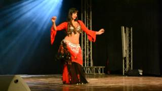 Reine belly dancing to Ya Rayeh