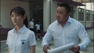 体育老师为了保护女学生,一人吊打一帮坏蛋,原来他是拳击手