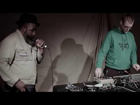 ROGER ROBINSON + DISRUPT - Live Session - London - Soundcheck.tv