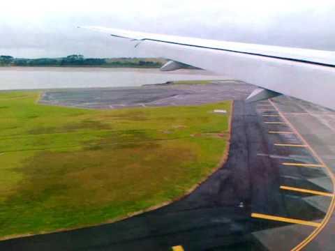 Aircraft Landing - Auckland Airport
