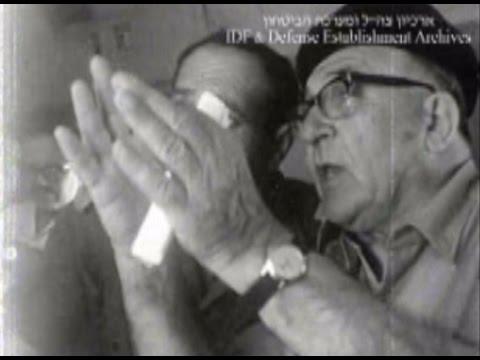 סיור רה''מ לוי אשכול בחזית בסיני בעת מלחמת ששת הימים   באדיבות ארכיון צה''ל במשרד הביטחון