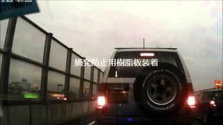 岡山市南区のR2、渋滞のさなか 右側の車線からウインカーを2回点けただ...