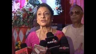 Repeat youtube video TANUJA & KAJOL'S SISTER TANISHA MUKHERJEE AT NORTH MUMBAI SARBOJANIK DURGA POOJA