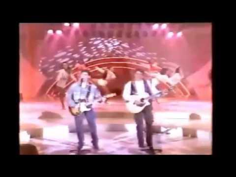 Trechos - Mano a Mano cantando Continua a Chover no Sabadão Sertanejo SBT - 1993