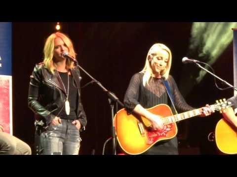 "Ashley Monroe / Miranda Lambert - ""Heart Like Mine"" (CMA Songwriters London 2016)"