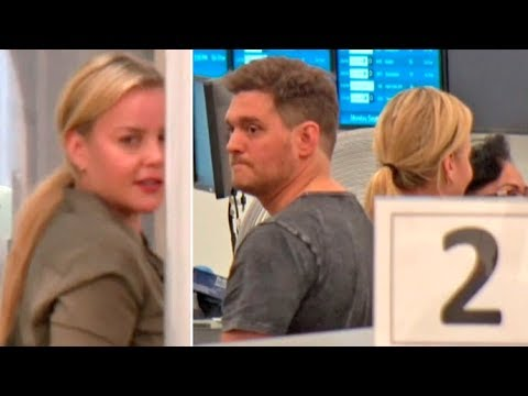 Michael Buble And Abbie Cornish Don't Know Who The Other Is In The LAX TSA Line