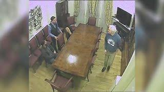 Londra, Assange incontra il giornalista Glenn Greenwald: spiati nell'ambasciata dell'Ecuador