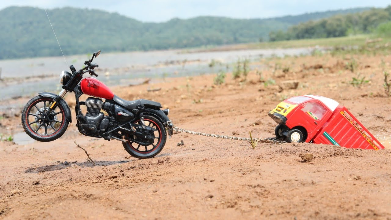 Tata Ace Stuck in Pit pulling Out RoyaL Enfield 350 Bike | Chota Hathi | Mini pickup | CS Toy