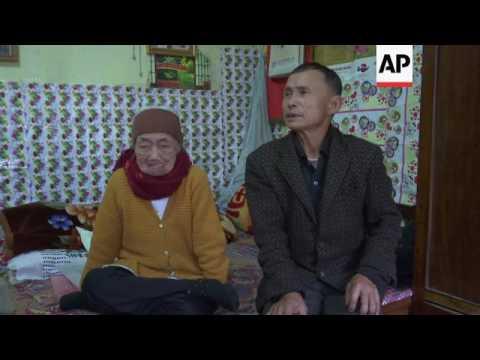 Vietnam families of Japan troops to meet Akihito
