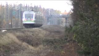 03102012 1720 Pendoliino S60 Sm3 7007ohittaa Vahtolanpolku tasoristeyksen Oulussa Patelassa.