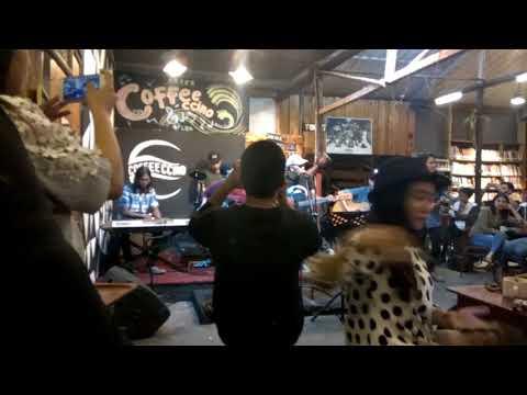 Yudi Arwana feat El Zata - patah tumbuh hilang berganti (live in Coffeccino)