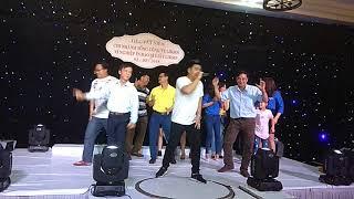 Lên sân khấu quẩy cùng Duy Phước đêm tất niên 2018.