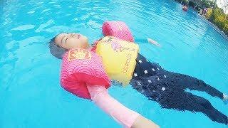 수영은 너무 재밌어요!! 서은이의 겨울 여행 수영장 유니콘 입술 튜브 Swimming with Unicorn and Lib Tube